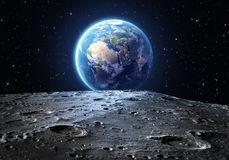 la-terre-bleue-vue-de-la-surface-de-lune-53361097