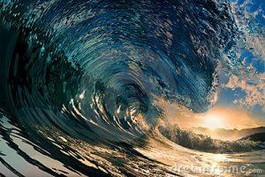 coucher-du-soleil-sur-la-plage-avec-l-onde-d-ocan-17009083